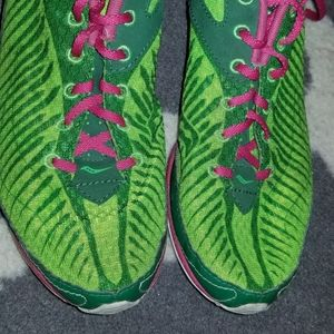 Saucony Running. Kilkenny XC5. Size 7.5 green pink